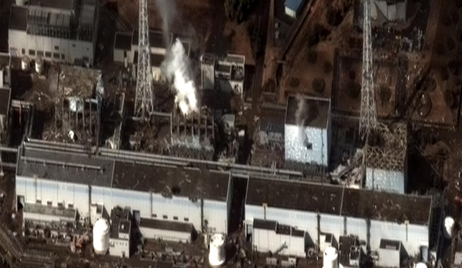 Vue satellite de la centrale de Fukushima après le début de la catastrophe