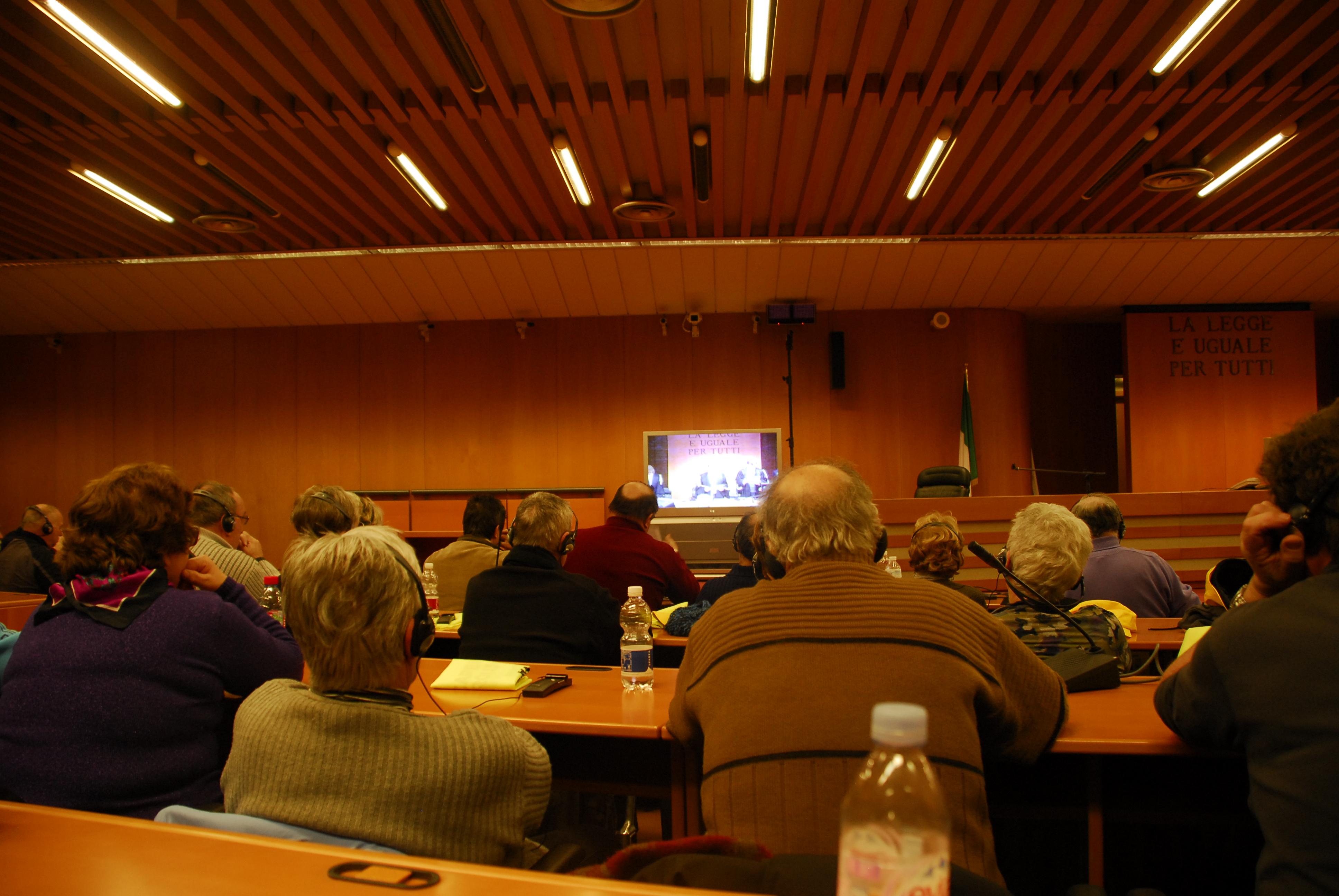 Dans la salle 2, les délégations suivent le verdict (1)