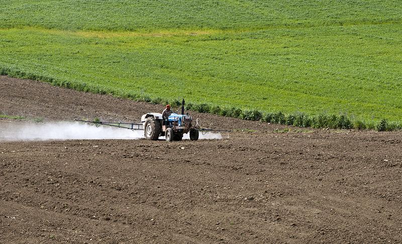 Pesticides_application_02